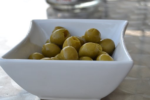 Olivy s mandlemi na váhu - cca 100g